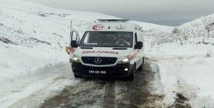 Kar nedeniyle ulaşılamayan hastanın yardımına karla mücadele ekipleri yetişti