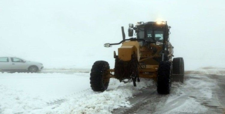 Elazığ'da kar 81 köy yolunu ulaşıma kapattı
