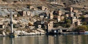Şanlıurfa'nın turizm merkezi Halfeti'de hafta sonu yoğunluğu yaşanıyor
