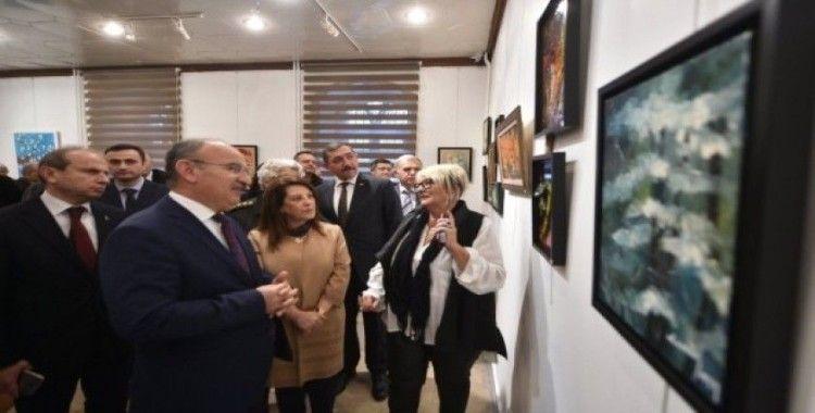 İlk Türk kadın mitinginin 100. yılında öğrenciler yararına resim ve seramik sergisi