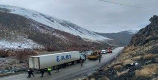 Yüksekova'da trafik kazası: 5 yaralı