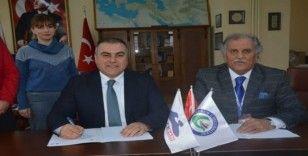 """""""Şiirleri ve şarkılarıyla Ahmet Kaçar"""" müzik albümü için imzalar atıldı"""