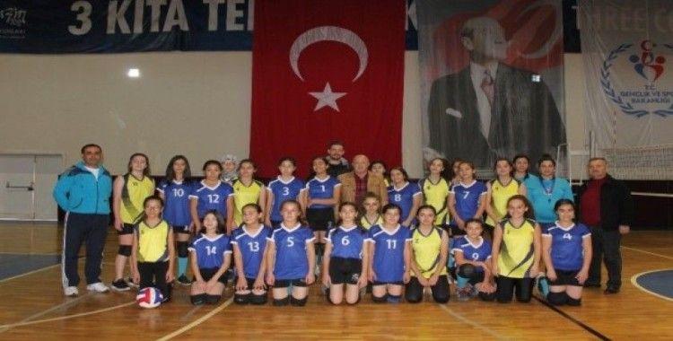 Erdemli'de okul sporları heyecanı