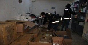 İzmir'de depolara baskın: Çok sayıda kaçak ürün ele geçirildi