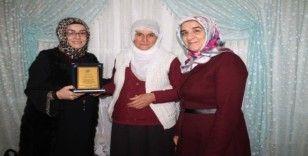 Yılın annesi ödülü Hacire Akar'a