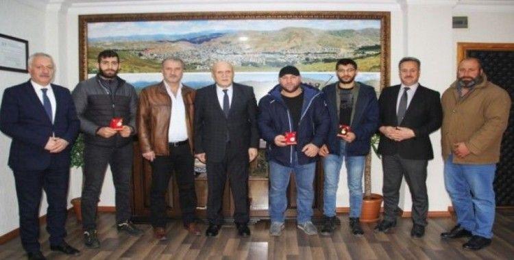 Başkan Pekmezci şampiyonları ödüllendirdi