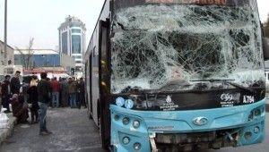 Gaziosmanpaşa'da halk otobüsü kaza yaptı