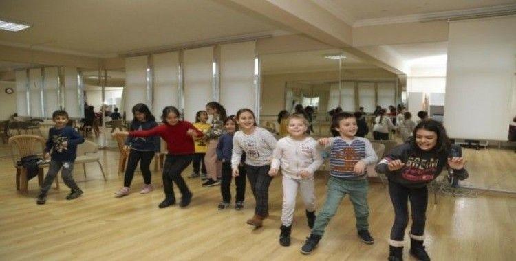 Efeler Belediyesi Şehir Tiyatrosu Atölyeleri start verdi