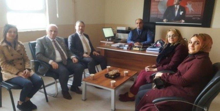 Burhaniye'de AK Partililer okulları ziyaret etti