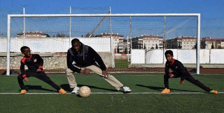 Yemenli eski futbolcu, oğullarını Türkiye'de milli forma için hazırlıyor