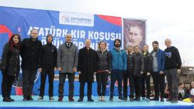 Atatürk Kır Koşusu'nda dereceye girenler ödüllendirildi