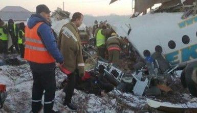 Kazakistan'da uçak düştü, 14 ölü