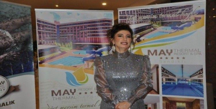 Sandıklı'da yılbaşı akşamı Nadide Sultan rüzgarı esti