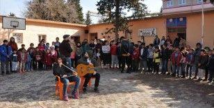 Çocuklar İçin Çal Derneğinden Suriye sınırındaki okula müzik sınıfı