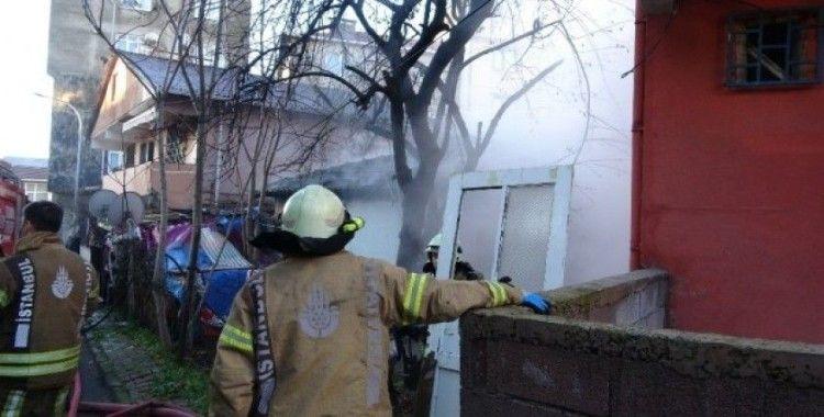 Tuzla'da gecekondu yangını: 1 yaralı