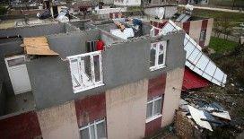Adana'da 3 günlük evlerinin çatısı uçan aile yardım bekliyor