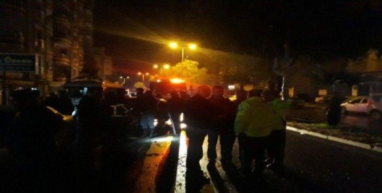 Alkollü sürücü önce park halindeki araçlara ardından ağaçlara çarparak durabildi