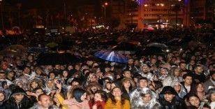 İskenderun'da yağmur altında Emre Aydın konseri