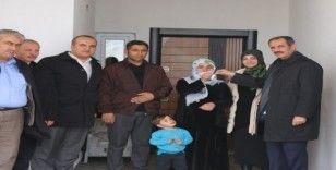 Başkan Tanış, ihtiyaç sahibi ailelere anahtarlarını teslim etti
