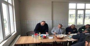 Başkan Babaoğlu, belediye şantiyesi ziyaretinde personel ile yemek yedi