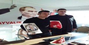 Ayvalık'ta Ülkü Ocaklarından MHP İlçe Teşkilatına destek ziyareti