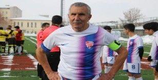71 yaşındaki futbolcu Erzurum'a transfer oldu