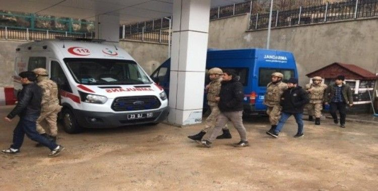 Elazığ'da bir minibüste 31 kaçak göçmen yakalandı