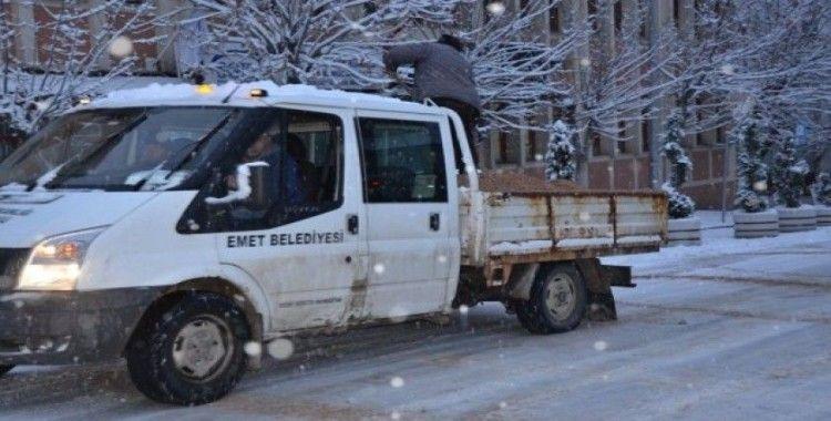 Emet'te karla mücadele