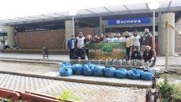 2 saatte 97 şişe izmarit, 9 poşet çöp toplandı