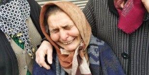 Evinin çatısı yanan yaşlı kadının gözyaşları