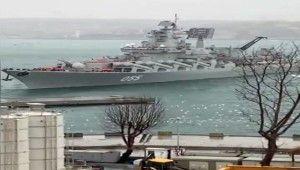 Rus savaş gemisi kıyıya sürüklendi