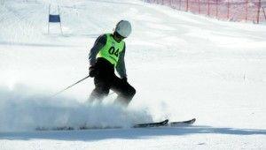 Kayak Eleme yarışlarında kapıya çarpan sporcu metrelerce sürüklendi
