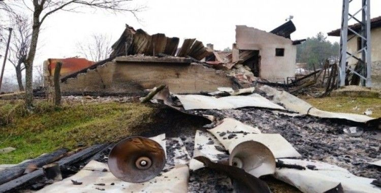 Kastamonu'da tadilatı tamamlanan cami yangında küle döndü