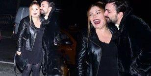 İzel erkek arkadaşıyla sokak ortasında dans etti!