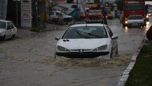 Mersin'de yağışlar etkisini azaltarak devam ediyor