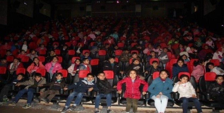 Öğrenciler Rafadan Tayfa'yı ilgiyle izledi