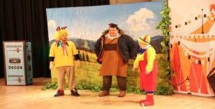 Darıca'da çocuklar İngilizce tiyatro izledi