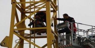 Elazığ'da vinçte intihar girişimini itfaiye ekipleri önledi