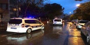 Kadıköy'de hırsızlık şüphelileri polise ateş açtı: 1 polis yaralı