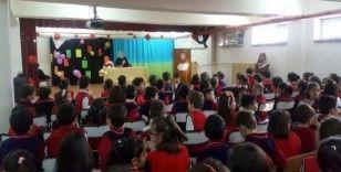 Mehmet Akif Ersoy'un torunu Selma Argon Erzincan'da öğrencilerle bir araya geldi