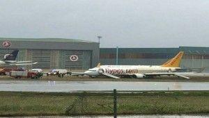 Sabiha Gökçen'de çamura saplanan uçak kaldırıldı