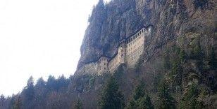 Sümela'nın güvenliği için dağın yamacı çelik tel örtüyle kaplandı