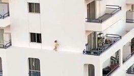 İspanya'da küçük kızın tehlikeli oyunu kamerada
