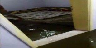 Siverek'te evi kanalizasyon suyu bastı