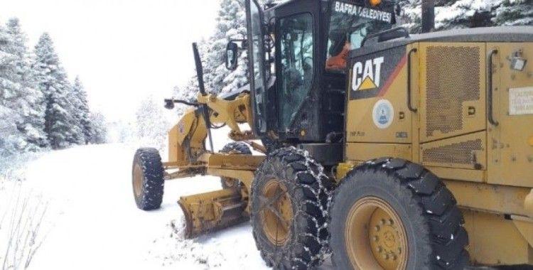 Bafra Belediyesinden kardan kapanan yollara anında müdahale