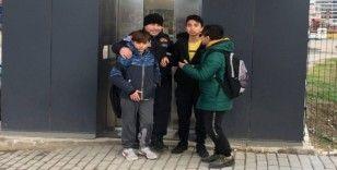 Okul yolunda asansörde mahsur kaldılar