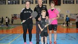 Badmintonda aile boyu başarı hedefliyorlar