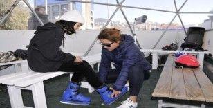 Kuşadası'nda buz patenine yoğun ilgi