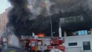 Başakşehir'de özel bir okulun alt katındaki dükkanda yangın çıktı