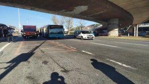 Beşiktaş'ta vinç üst geçide çarptı, sürücü kaçtı